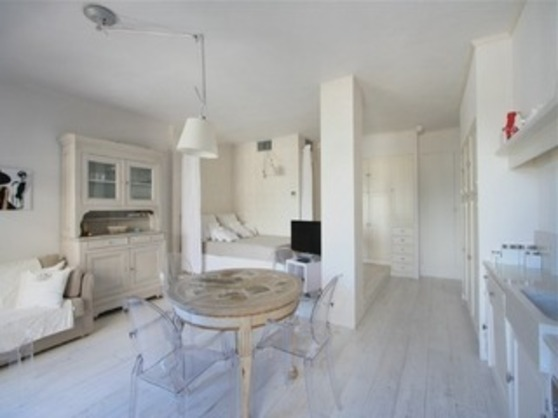 For rent Armenonville White