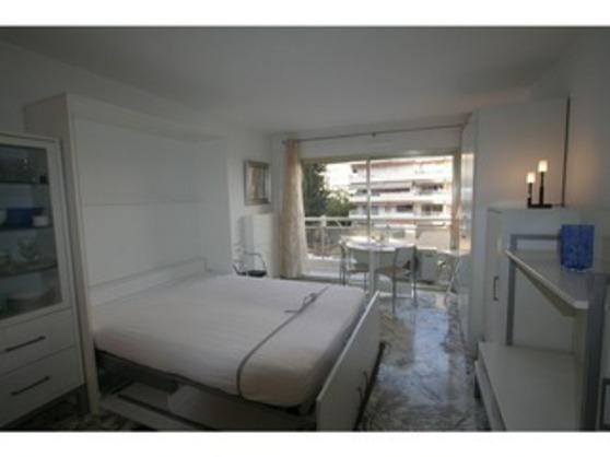 For rent Tuileries B42